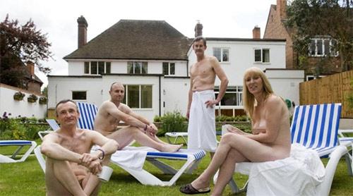 Spa khỏa thân ở Anh bị phản đối, Phi thường - kỳ quặc, khach san nude, khach san va spa clover, khach san nude o anh,khach san nude phan doi, chuyen la, chuyện lạ, chuyen la co that, chuyen la the gioi, chuyen la kho tin