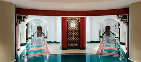Hành lang tráng lệ như trong lâu đài của Assawan Spa & Health Club. Ảnh: jumeirah.com