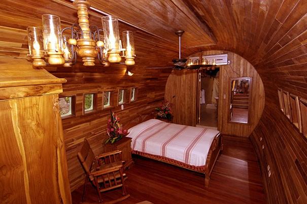 Phòng đơn nhỏ hơn nhưng vẫn đầy đủ tiện nghi.