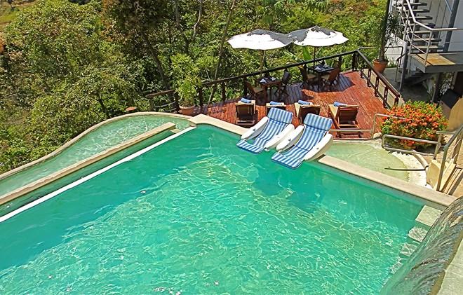 1. Gaia Hotel And Reserve, Costa Rica: Khách sạn sang trọng 29 phòng này nằm trên sườn đồi của một khu bảo tồn thiên nhiên rộng gần 57.000 m2. Gaia đem lại cho du khách cảm giác riêng tư cùng với dịch vụ tuyệt hảo. Các phòng ở đây đều rộng rãi, thoáng mát, với ban công hướng ra khu rừng xanh tươi.