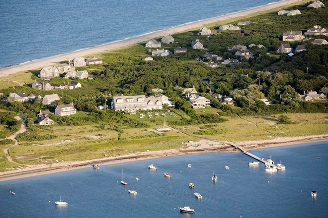 7. The Wauwinet, Nantucket: Khu nghỉ dưỡng tuyệt đẹp này nằm giữa vịnh biển tuyệt đẹp với một trong những nhà hàng được yêu thích nhất trên đảo. The Wauwinet đem lại cho du khách cảm giác hoàn toàn riêng tư, yên tĩnh và thư thái.