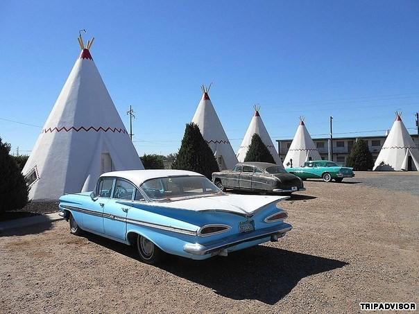 10. Wigwam Motel, Mỹ. Dù không phải là một khách sạn sang trọng nhưng Wigwam Motel vẫn có những tiện nghi riêng tạo sự thoải mái cho du khách, nằm ở Holbrook, bang Arizona, Mỹ Chịu ảnh hưởng từ văn hóa truyền thống của người Mỹ bản xứ, Frank Redford bắt đầu xây dựng chúng vào những năm 1930, nhưng chỉ có 3 khu là còn nguyên vẹn đến ngày hôm nay.