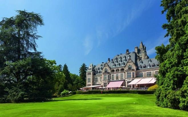 Schlosshotel Kronberg: Nằm gần Frankurt, Schlosshotel Kronberg được xây dựng từ cuối những năm 1800 và trở thành một trong những khu nghỉ mát sang trọng nhất thế giới bắt đầu từ những năm 1950.