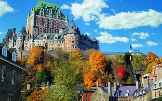 Chateau Frontenac, Canada: Bắt đầu từ cuối những năm 1800, Chateau Frontenac được xây dựng để phục vụ du khách sử dụng mạng lưới đường sắt mới của Canada. Du khách sẽ không khỏi choáng ngợp với sự nguy nga, lộng lẫy của khách sạn.