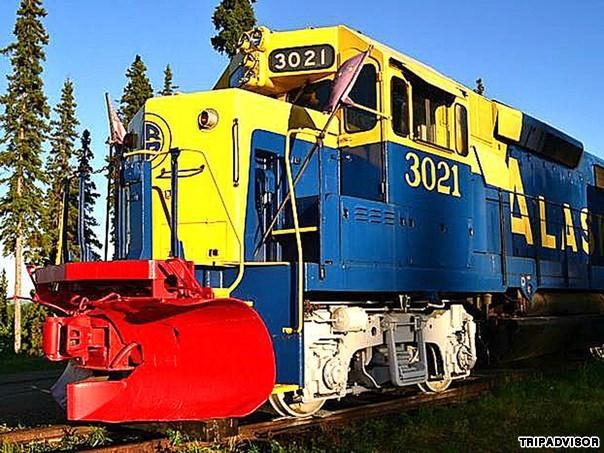 9. Aurora Express, Fairbanks, Alaska. Khách sạn đầu tàu này thuộc sở hữu của Mike và Susan Wilson. Khi nghỉ hưu, hai người đã cải tạo đường tàu cũ của Alaska thành một nơi nghỉ ngơi thú vị. Mỗi căn phòng trong khách sạn được trang trí theo từng giai đoạn lịch sử của Alaska. Phòng nghỉ được bố trí trải khắp chiều dài của đoàn tàu cũ, hơn 213 mét và đều hướng ra sông Tanana, dãy núi Alaskan Range và thành phố Fairbanks.