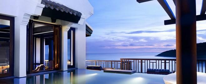 Với thiết kế độc đáo, sáng tạo, kết hợp hài hòa giữa các tòa nhà và cảnh quan xung quanh, resort này được chọn là nơi dừng chân của nhiều du khách nước ngoài. Nội thất sang trọng, ẩm thực thượng hạng với các hình thức giải trí phong phú đem lại cho du khách những trải nghiệm tuyệt vời.