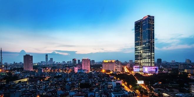 1. Khách sạn Lotte Hà Nội (54 Liễu Giai, Ba Đình, Hà Nội). Nằm từ tầng 33 đến tầng 64 của Lotte Center, tòa nhà cao thứ nhì Việt Nam, đây có thể coi là khách sạn cao nhất nội thành thủ đô. Lối thiết kế nội thất sang trọng cùng cảnh quan tuyệt vời của khách sạn đã gây ấn tượng mạnh với khách hàng. Ảnh: Saigoneer.