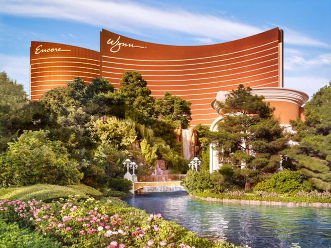 """Đánh bài, uống rượu và thư giãn ở Wynn Las Vegas, khách sạn tuyệt nhất của """"thành phố tội lỗi"""" ở Mỹ."""