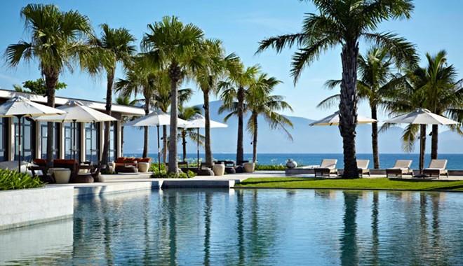 Khu nghỉ dưỡng Hyatt Regency Danang, Việt Nam: Resort này được độc giả tạp chí Condé Nast Traveler bình chọn vào top 40 resort bãi biển tuyệt nhất thế giới. Khu nghỉ dưỡng trải rộng hơn 200.000 m2 với bãi biển nguyên sơ trước núi Ngũ Hành Sơn cách sân bay quốc tế chỉ khoảng 15 phút.