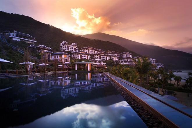 InterContinental Danang Sun Peninsula Resort đã đạt nhiều giải thưởng danh tiếng trên thế giới, trong đó nổi bật là giải thưởng của tổ chức World Travel Awards trao tặng giải thưởng dành cho resort sang trọng nhất thế giới.