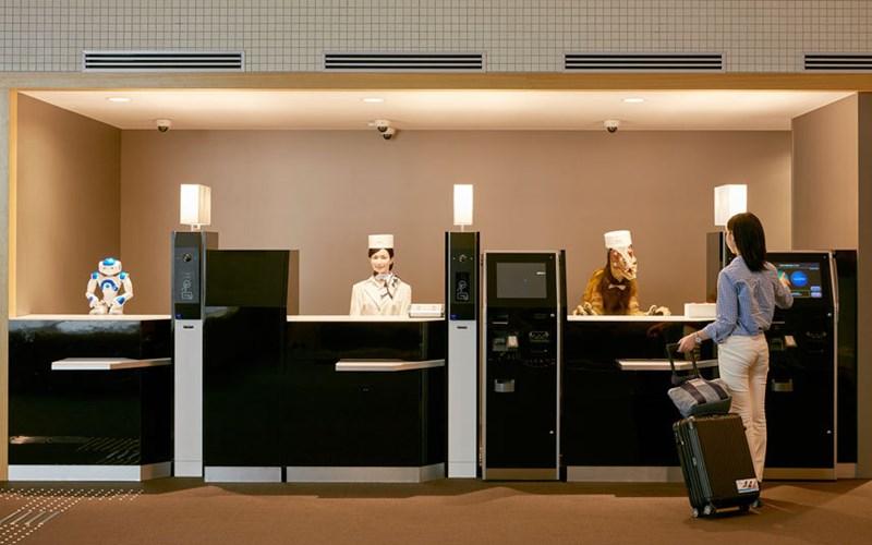 Henn-na Hotel là khách sạn robot đầu tiên trên thế giới vừa mở cửa tại Nhật Bản hôm nay (16/7). Tại đây, các du khách sẽ được một đội ngũ nhân viên robot phục vụ nhiệt tình, chu đáo.
