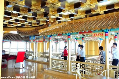 Cận cảnh khách sạn 74 tầng dát vàng ở TQ - 13