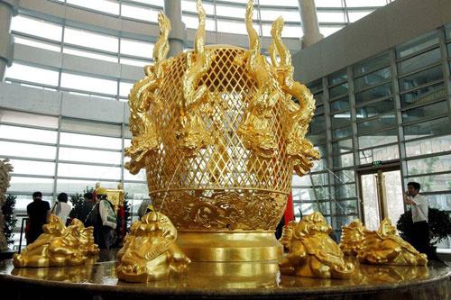 Cận cảnh khách sạn 74 tầng dát vàng ở TQ - 3