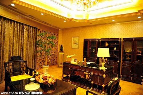 Cận cảnh khách sạn 74 tầng dát vàng ở TQ - 7