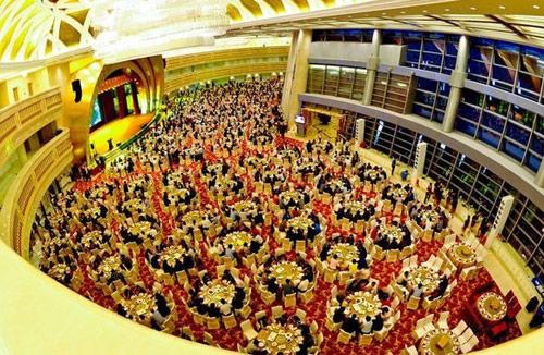Cận cảnh khách sạn 74 tầng dát vàng ở TQ - 9