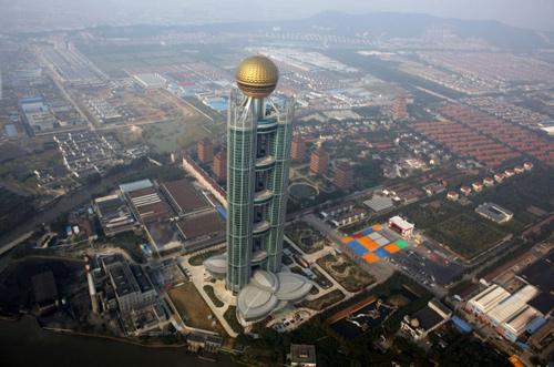Cận cảnh khách sạn 74 tầng dát vàng ở TQ - 1