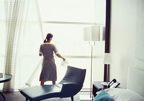 Bí quyết dọn phòng nhanh của nhân viên khách sạn 5 sao - 2