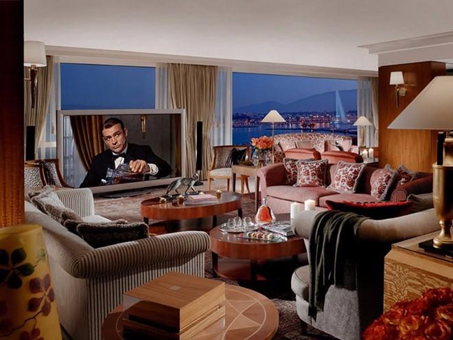 Phòng tầng thượng hoàng gia, khách sạn President Wilson, Geneva, Thụy Sĩ: Khu phòng tầng thượng với 12 phòng ngủ, 12 phòng tắm trải rộng trên diện tích gần 1.700 m2, chiếm trọn tầng 8 của khách sạn, có giá từ 65.000 USD (khoảng 1,5 tỷ đồng).