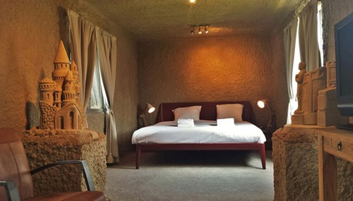 Khách sạn lâu đài cát đắt đỏ ở Hà Lan - ảnh 1