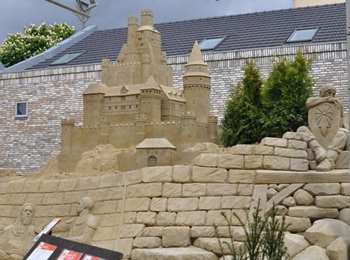 Khách sạn lâu đài cát đắt đỏ ở Hà Lan - ảnh 10