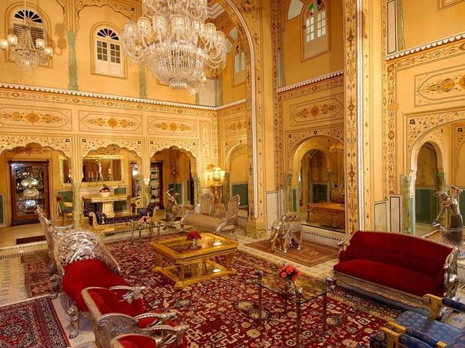 Phòng Shahi Mahal ở Raj Palace, Jaipur, Ấn Độ: Từng là một cung điện trước khi được cải tạo thành khách sạn, Raj Palace có nội thất xứng với các vị vua.
