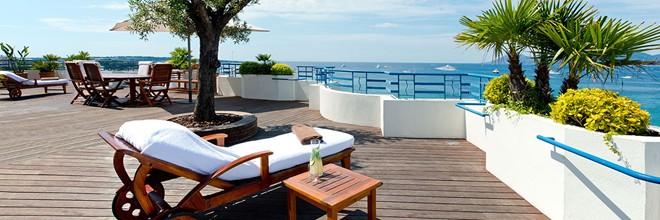 Hấp dẫn nhất là phần hiên rộng tới 90 m2 nhìn ra vịnh Cannes và biển Địa Trung Hải, nơi du khách có thể ngâm mình trong các bồn tắm sục và có các nhân viên phục vụ riêng. Giá phòng vào khoảng 37.500 USD một đêm (khoảng 840 triệu đồng). Tuy nhiên, trong khoảng thời gian diễn ra liên hoan phim Cannes, giá phòng có thể tăng gấp đôi.
