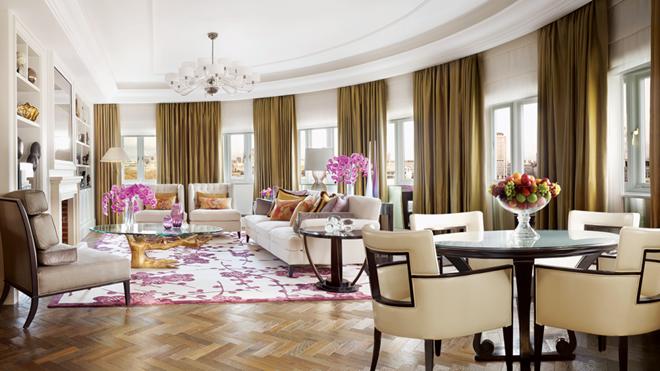 Phòng tầng thượng ở khách sạn Grand Hyatt Cannes Martinez, Pháp: Là một trong những phòng khách sạn lớn nhất châu Âu, thiên đường xa xỉ này có hai nhà tắm ốp cẩm thạch, khu ăn tối và phòng khách rộng rãi, các phòng ngủ theo phong cách Art Deco. Ảnh: Wanderingpioneer.