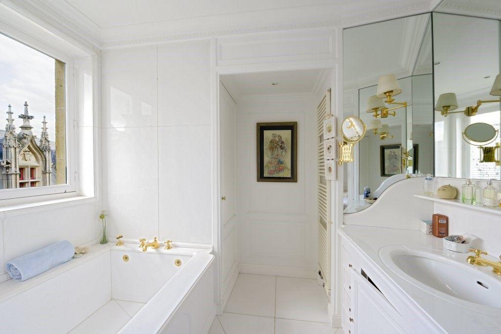 Mãn nhãn căn hộ hai tầng có góc nhìn đẹp nhất Paris - 11