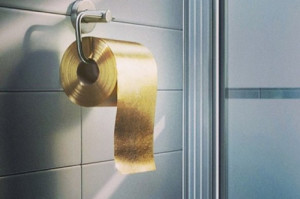 o-GOLD-TOILET-PAPER-facebook-7741-1443693960