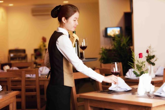 Bí quyết tạo nên phong cách phục vụ nhà hàng, khách sạn