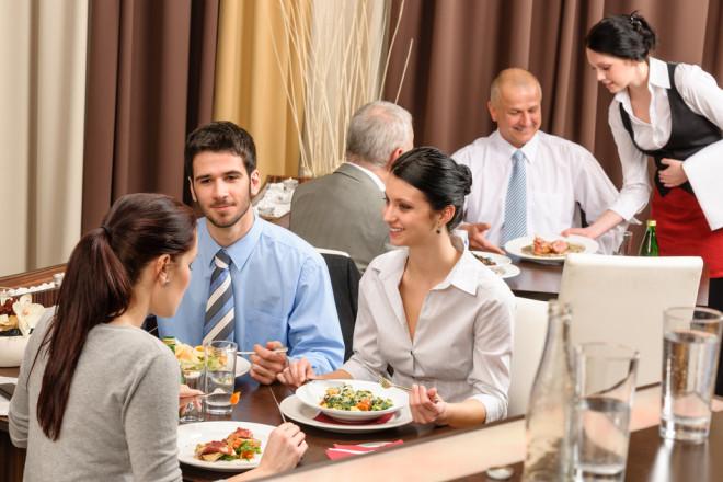 Qui trình phục vụ trong nhà hàng - khách sạn