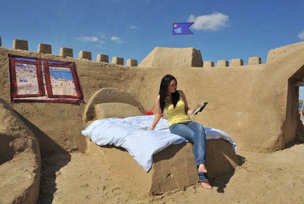 khách sạn kỳ lạ cát