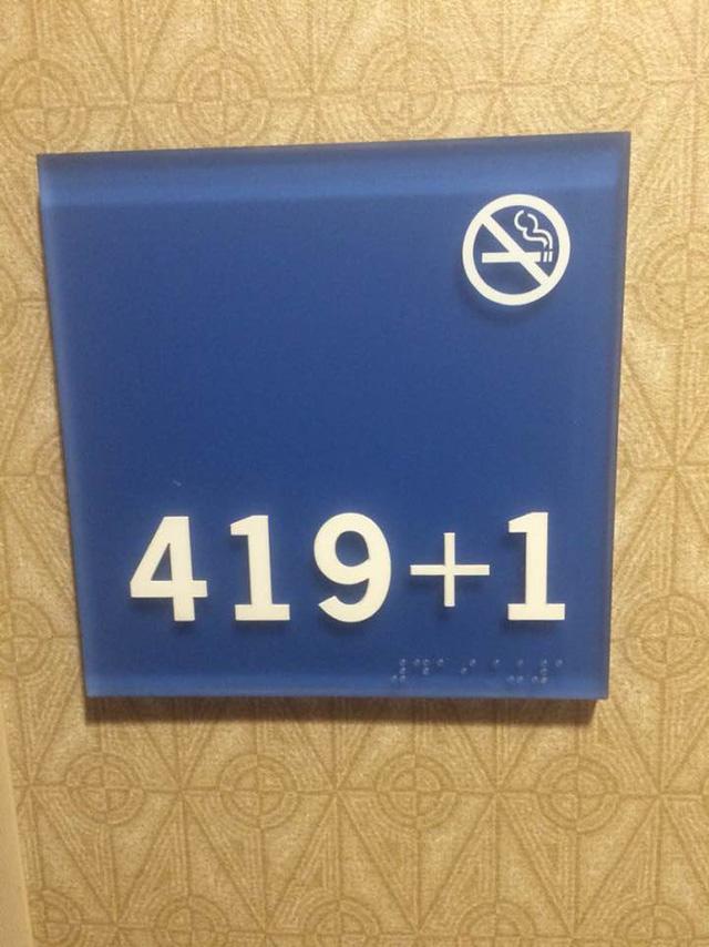 Thay vì 420, khách sạn này lại sử dụng số phòng 419 + 1.