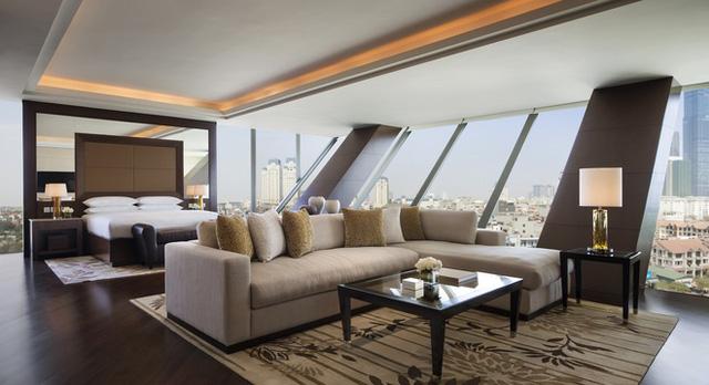 Được thiết kế với nhiều cửa kính lớn, phòng ngủ luôn tràn ngập ánh sáng tự nhiên và có cả hệ thống rèm khi cần có thể kéo lại để bảo đảm sự riêng tư cho Tổng thống.