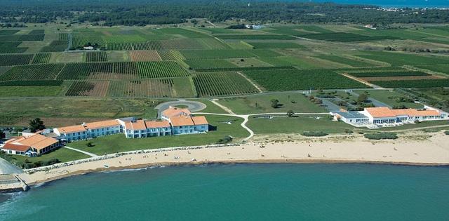 Nhà ĐKVĐ Tây Ban Nha đóng quân tại Hotel Atalante Relais Thalasso and Spa - một khách sạn 4 sao gần biển.