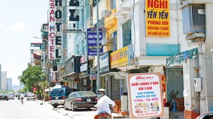 Việc xếp hạng nhà nghỉ đang tạo ra nhiều ý kiến trái chiều (ảnh: Dãy nhà nghỉ trên đường Nguyễn Chánh - Hà Nội). Ảnh: Như Ý.