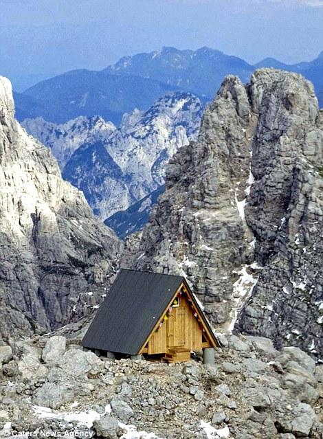Thật kinh ngạc với khách sạn nằm trên đỉnh núi Foronon Buinz cao 2834,64m ở Ý