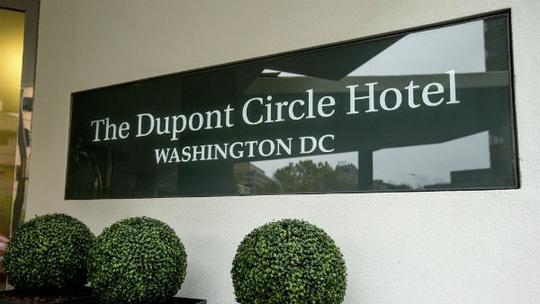 Khách sạn Dupont Circle, nơi xảy ra vụ tai nạn. Ảnh: AP