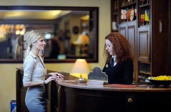 Tiết kiệm tiền du lịch bằng cách tránh trả các loại phí khách sạn sau