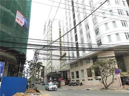 Đường Hà Bổng trước đây là khu dân cư nay biến thành phố khách sạn, khiến hạ tầng bị quá tải nghiêm trọng - Ảnh: V.HÙNG