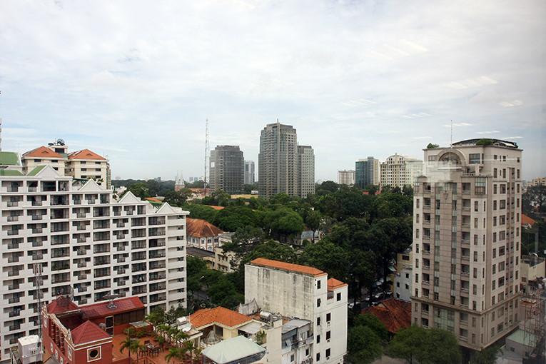 Savills Việt Nam cho biết, đối tượng tham gia khảo sát lần này bày tỏ sự lạc quan tuy ở mức thận trọng cho thị trường TP.HCM và cho rằng giá thuê trung bình nhìn chung sẽ duy trì ở mức ổn định trong những tháng tới. Ảnh: tường Lâm