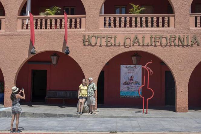 chu-hotel-california-tu-choi-yeu-cau-ve-ban-quyen-thuong-hieu