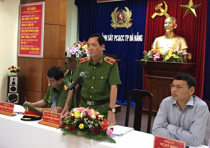Thiếu tướng Đoàn Việt Mạnh, Cục trưởng Cục Cảnh sát PCCC và CNCH thuộc Bộ Công an (giữa) phát biểu trong cuộc họp.