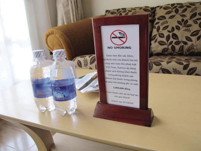 Biển báo cấm hút thuốc cần rõ ràng, đặt tại những vị trí dễ quan sát trong mỗi khách sạn. Ảnh: T.G