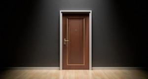door-1587023_1920-1