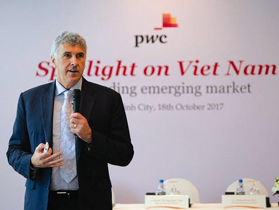 ông Grant Dennis, Phó tổng giám đốc Công ty Tư vấn PwC Việt Nam.