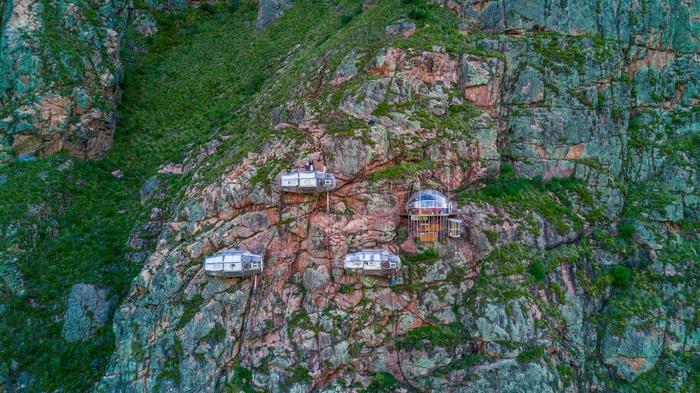 Khách sạn có 'một không hai' trên thế giới, chênh vênh trên vách đá ở Peru