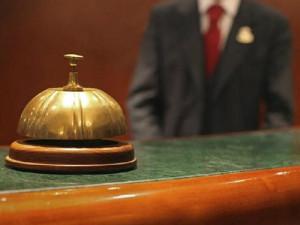 Lợi thế không ngờ khi du khách khiến lễ tân khách sạn phấn khích