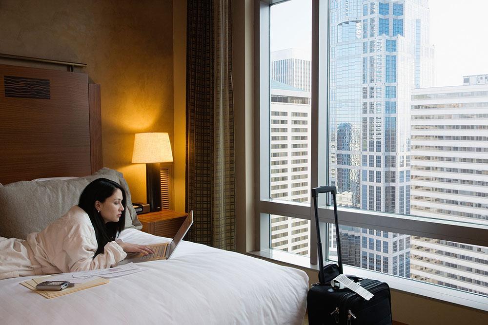 Đi du lịch, bạn sẽ 'sợ' wifi tại khách sạn nếu biết lý do này - 1