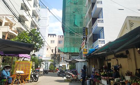 Đường Hùng Vương tập trung nhiều khách sạn mini trong các con hẻm.
